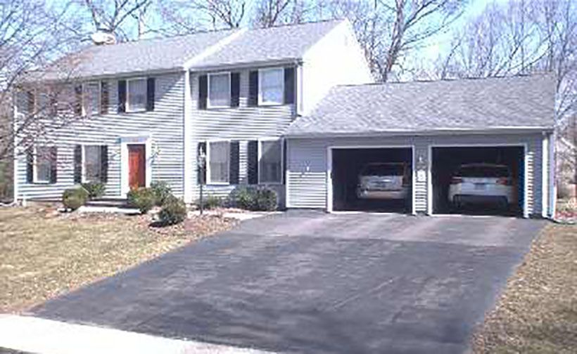 Tod J. Lorenzen and Chery L. Mack to Leigh A. Minutoli and Michael Minutoli, 10 Berkshire Court, $420,000.