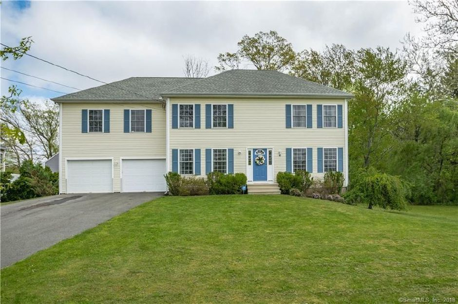 Michael Lobasz and Jennifer Freshena to Marianna Begej, 6 Harrison Road, $390,000.