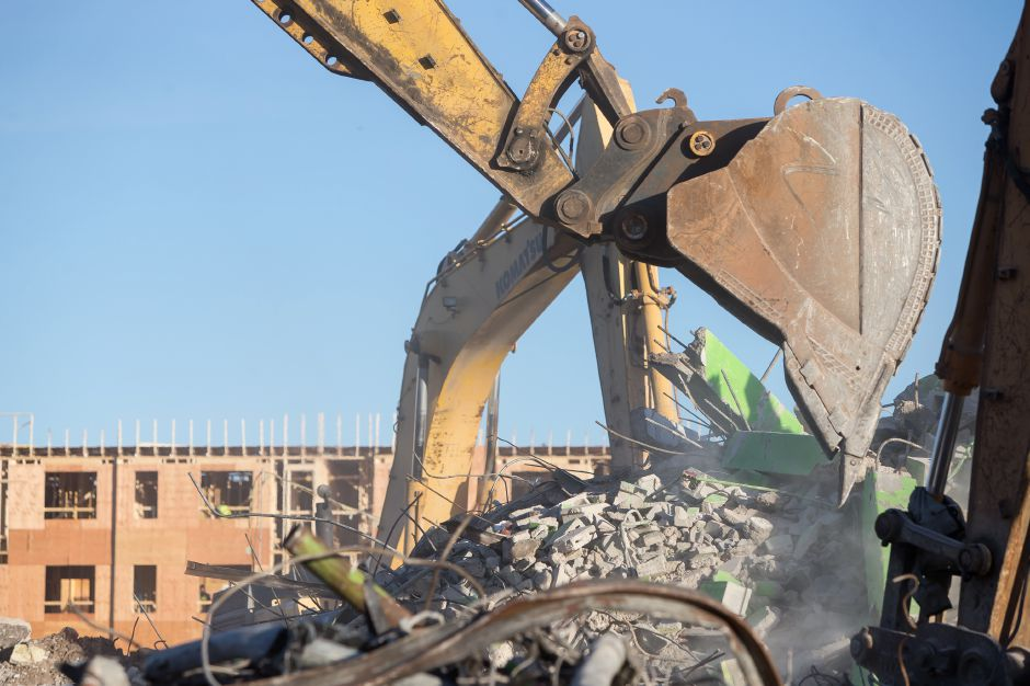 Demolition crews take down the last Mills Apartment building Thursday in Meriden December 27, 2018 | Justin Weekes / Special to the Record-Journal