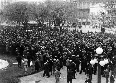 Crowds gathered in the Plaza del Congresso for meetings in protest against the execution of Nicola Sacco and Bartolomeo Vanzetti. The people are listening to one of the speakers on Aug. 31, 1927 in Buenos Aires. (AP Photo)