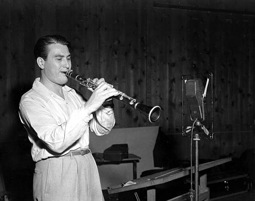 Artie Shaw is shown playing the clarinet on Sept. 10, 1941  .  (AP  Photo)