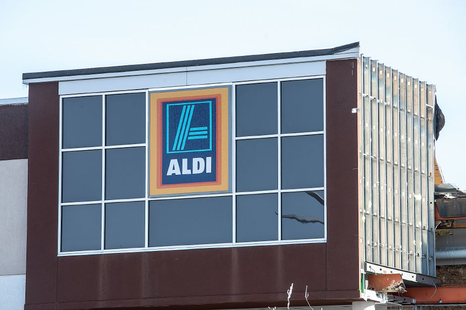 Construction continues on the Aldi