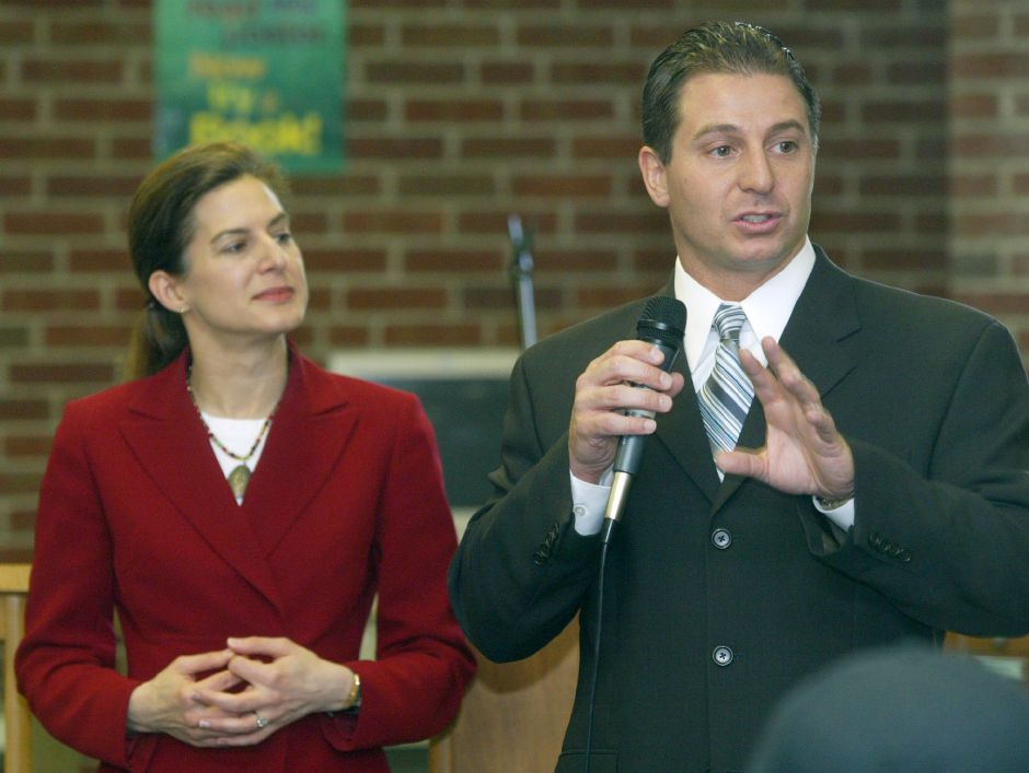 Meriden Mayor Mark Benigni and Connecticut Secretary of the State Susan Bysiewicz field civics questions from students at Platt High School in Meriden May 11, 2005. (dave zajac photo)