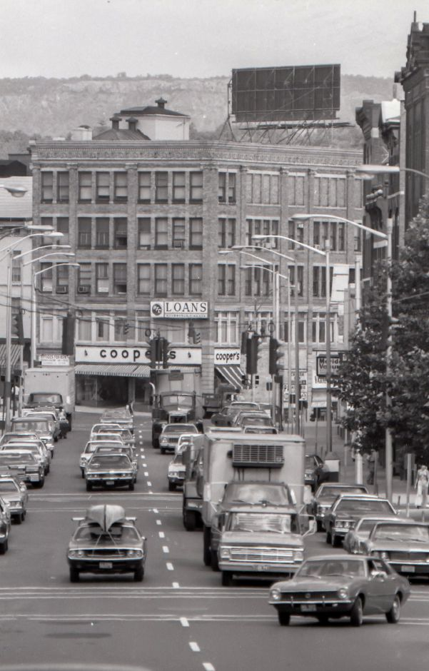 Looking down West Main Street towards Colony Street in downtown Meriden, 1975.