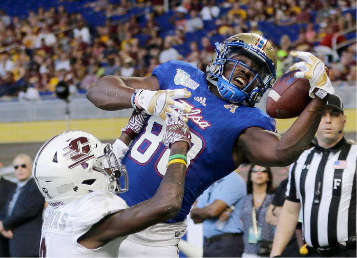 Tulsa wide receiver Josh Atkinson (88) is unable to hold on to a pass as Central Michigan defensive back Emmett Thomas (3) defends in the first half of the Miami Beach Bowl NCAA college football game, Monday, Dec. 19, 2016, in Miami. (AP Photo/Alan Diaz)