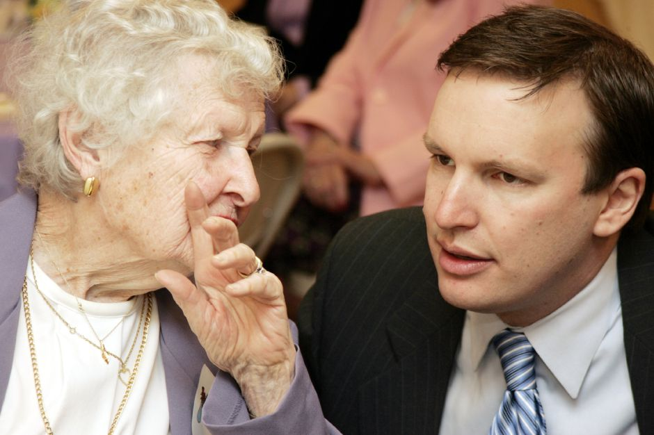 Stets Sen. Chris Murphy chats with Betty Shay during a meeting of the Cheshire Women
