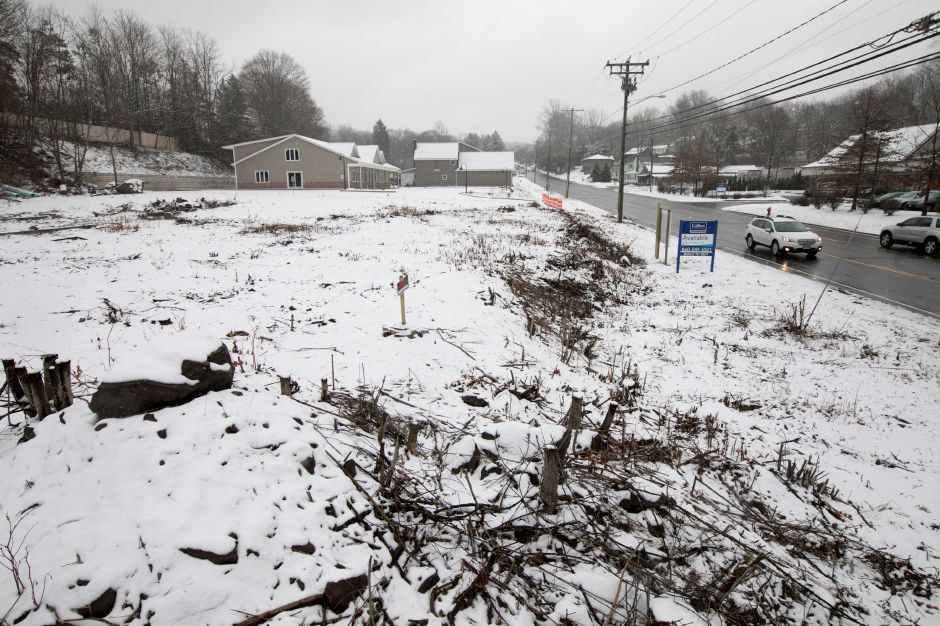 A parcel of land at 1336 E. Main St. in Meriden, Wednesday, Jan. 17, 2018. A Rockfall developer won Planning Commission approval to build a two-story office building on the vacant lot located next to the Family Dollar store. Dave Zajac, Record-Journal