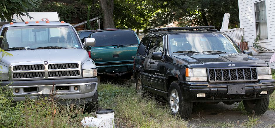 Several vehicles parked on a blighted property at 11 Colony Pl in Meriden, Wednesday, August 30, 2017. | Dave Zajac, Record-Journal