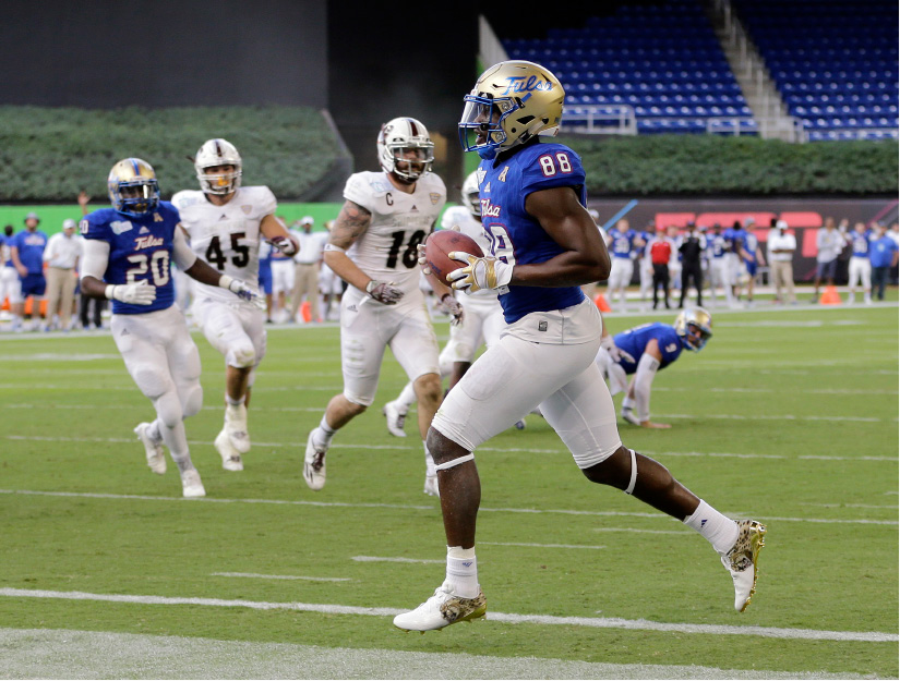 Tulsa wide receiver Josh Atkinson (88) scores a touchdown against Central Michigan in the first half of the Miami Beach Bowl NCAA college football game, Monday, Dec. 19, 2016, in Miami. (AP Photo/Alan Diaz)