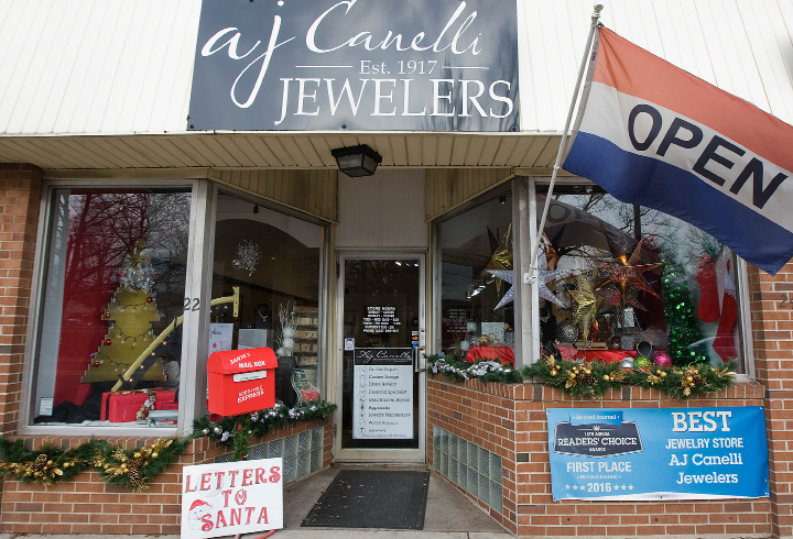 AJ Canelli Jewelers store decorated for the holidays on Center Street in Wallingford, Thursday, December 8, 2016.  | Dave Zajac, Record-Journal