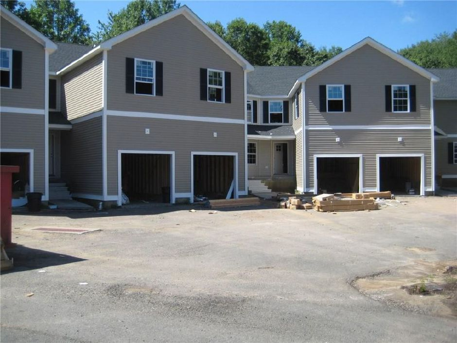 J Matthew Group LLC to Joseph Calandra, 2118 Meriden Waterbury Tpke. Unit 25, $228,502.