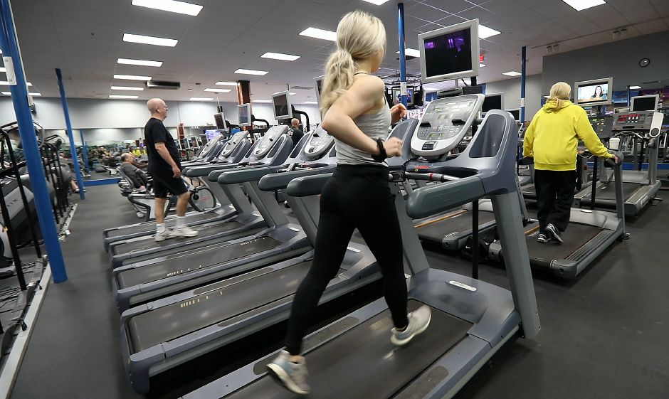 Kristen Dearborn runs on a treadmill at the Wallingford YMCA, Friday, Feb. 8, 2019. Dave Zajac, Record-Journal