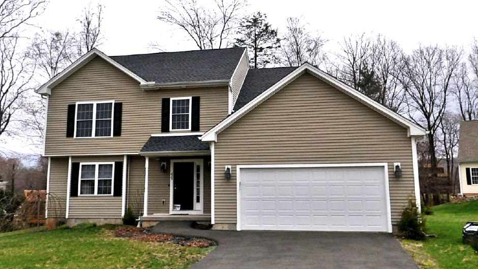 Ryan Duffy and Tamarra L. Duffy to Ismael Alberto, 44 Quiet Brook Court, $265,000.