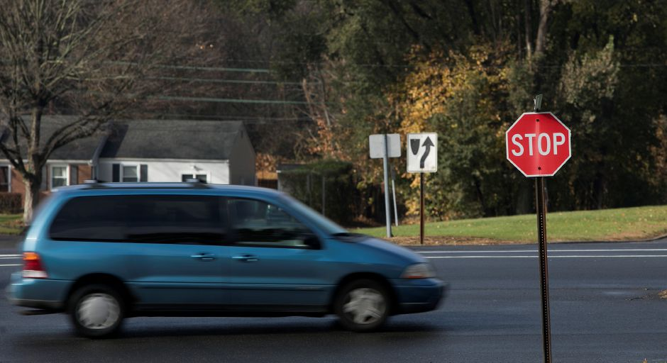 A motorist proceeds north on Bradley Avenue at the intersection of Harvard Avenue in Meriden, Thursday, Nov. 16, 2017. | Dave Zajac, Record-Journal