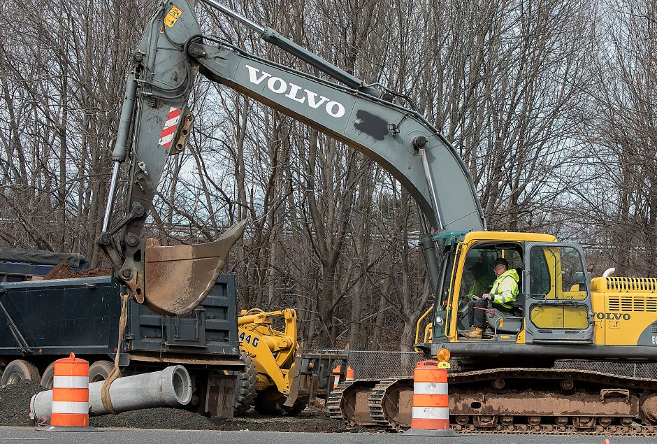 "Workers from LaRosa Construction Co. install a drainage pipe at the intersection of Pratt Street and Camp Street in Meriden, Monday, February 26, 2018. The 2.7 million project will transform Pratt Street into a boulevard-style ""gateway"" to the downtown. Dave Zajac, Record-Journal"
