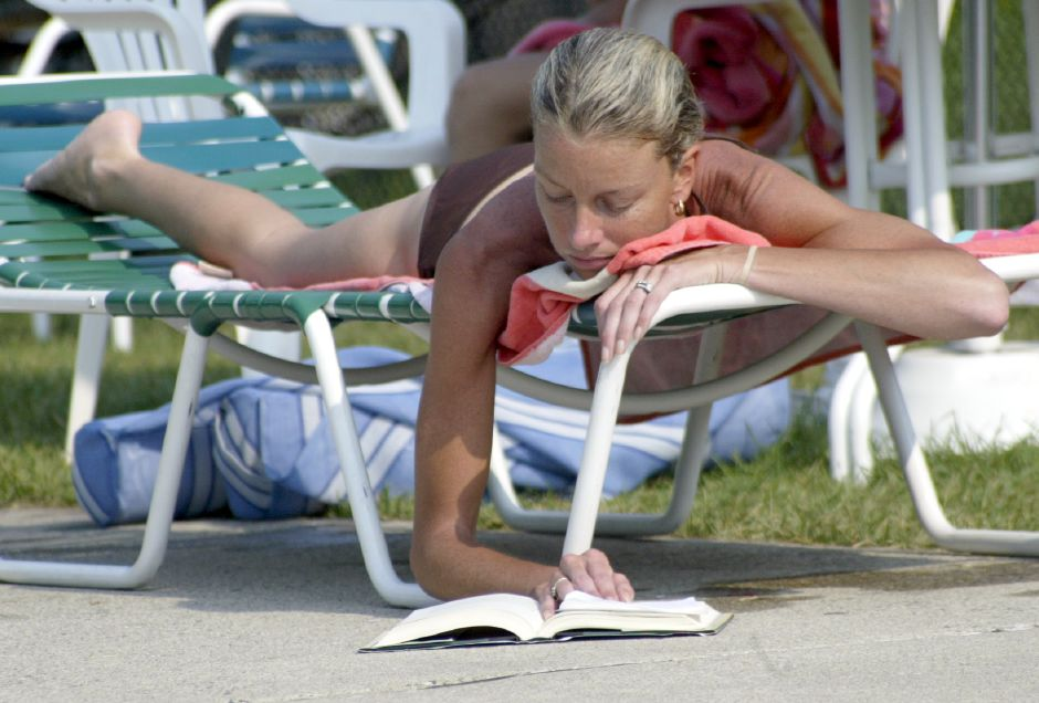 "WALLINGFORD, Connecticut - Tuesday, July 10, 2007 - After taking a dip in the community pool on Tuesday, Terrie Santacroce laid out and got back to reading a novel by author Khaled Hosseini ""A Thousand Splendid Suns"". Rob Beecher / Record-Journal"