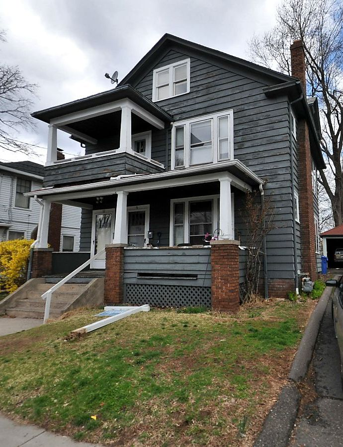 Kenneth C. and Linda Wallace to Robert DeFrancesco, Jr., 10 Lincoln Terrace, $90,000.