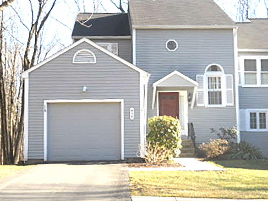 Kelly Bunn to Lisa Weiner-Krasnow, 18 Quarry Village Road, $238,000.