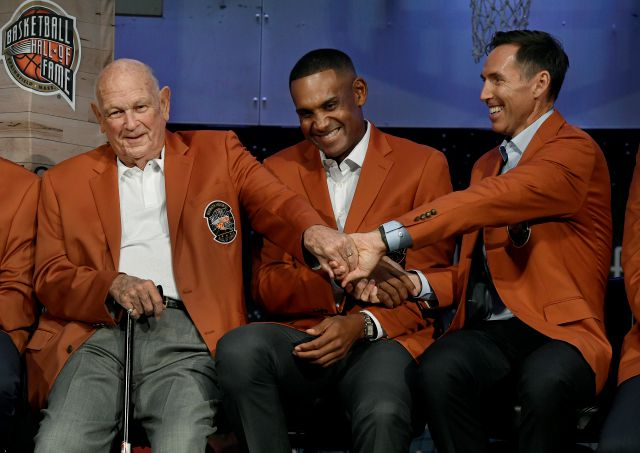 "Class of 2018 inductees into the Basketball Hall of Fame, from right, Steve Nash, Grant Hill, and Charles ""Lefty"" Driesell grasp hands during a news conference at the Naismith Memorial Basketball Hall of Fame, Thursday, Sept. 6, 2018, in Springfield, Mass. (AP Photo/Jessica Hill)"