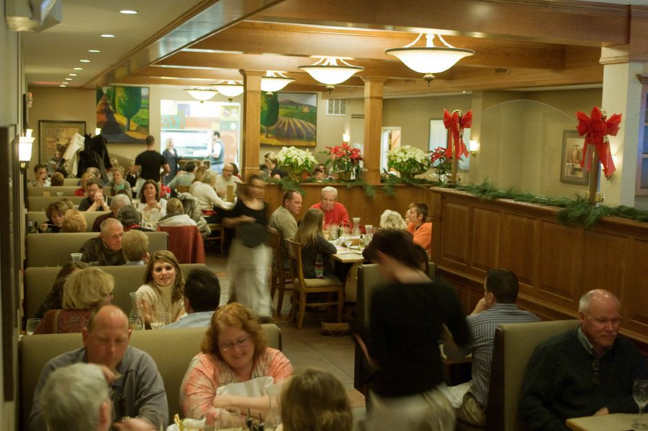 "Bonterra restaurant was filled with customers in Southington, Tuesday night, Dec. 23, 2008. Many of the diners where taking advantage of the popular ""Midweek Madness"" deal. It included to entrees and a bottle of wine for $32.95. (Christopher Zajac/Record-Journal)"