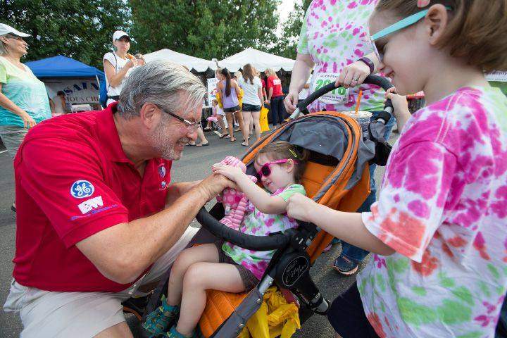 FILE PHOTO: Dr. William Petit says hello to Hannah Sherrick 3 and sister Lily 5 both of Bristol Sunday during the GE 5 K Petit Road Race to benefit the Petit Family Foundation in Plainville Jul. 17, 2016 | Justin Weekes / For the Record-Journal