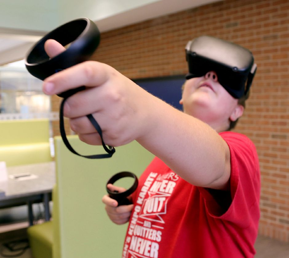 Atreyu Jordan 12 of Meriden, takes a Virtual Reality tour of the ocean during the Virtual Reality Experience for Teens class at the Collaboratory at the Wallingford Public Library on Tuesday August 13, 2019. Aaron Flaum, Record-Journal Staff