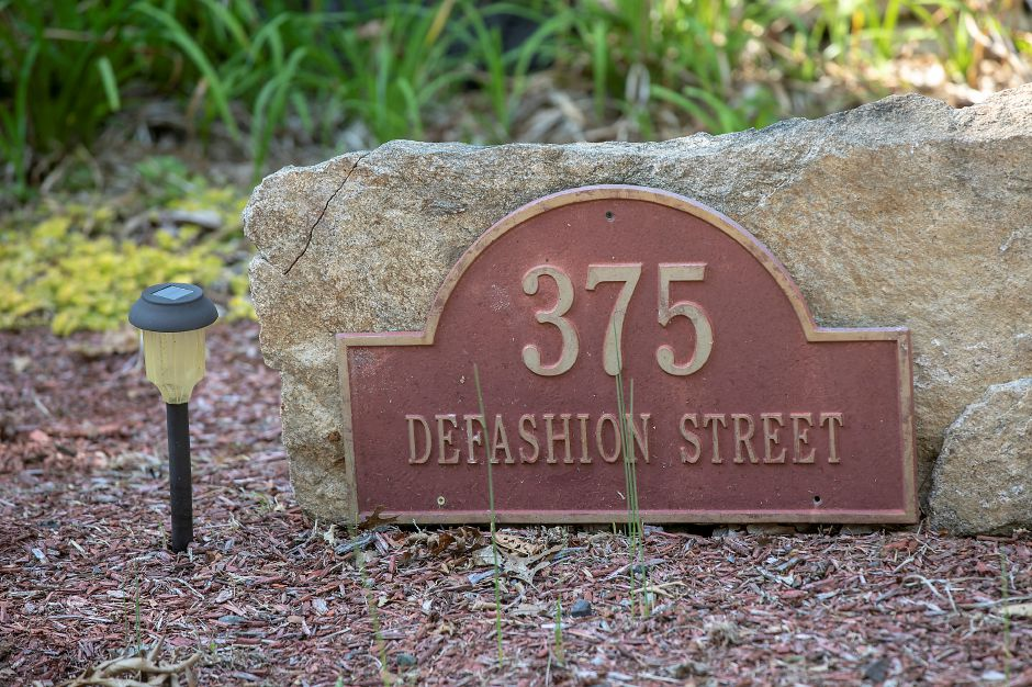 An address marker for a house at 375 Defashion St. in Southington, Wed., Sept. 23, 2020. Town officials are considering an injunction to stop gatherings at the house that included busloads of guests and New York City-area guests. Dave Zajac, Record-Journal