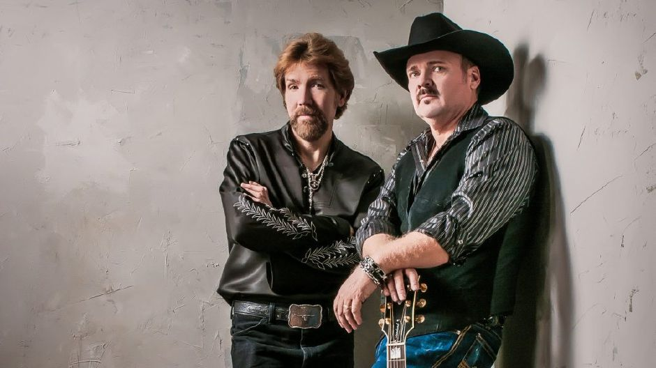 Neon Circus will be covering famed country music duo Brooks & Dunn at the 70th Berlin Fair September, joining more than a dozen other artists.