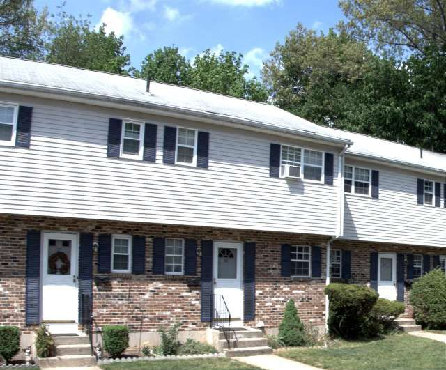 Nicholas S. Amenta and Caitlin Amenta to Phillip Mazeski, 28 Carter Heights, Unit 28, $133,900.