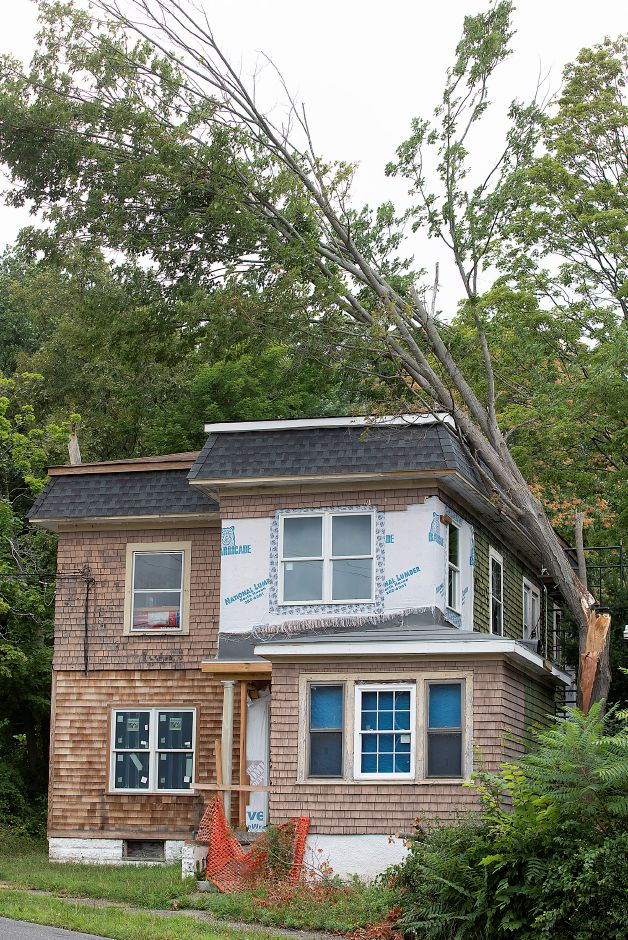 A fallen tree on a house at 13 Warren St. in Meriden, Tues., Aug. 4, 2020. Dave Zajac, Record-Journal