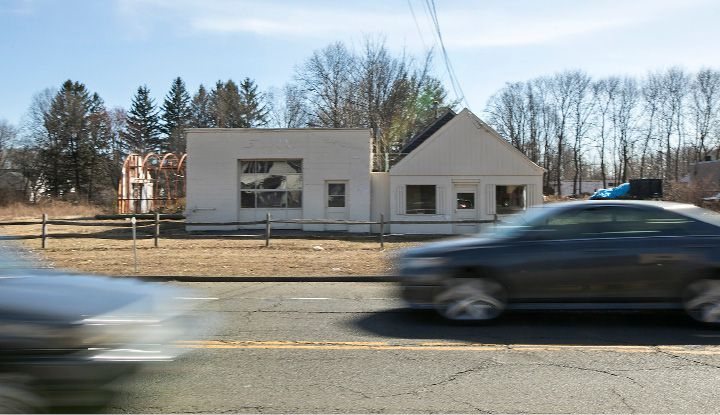 A property at 1588 Meriden-Waterbury Turnpike in Southington, March 9, 2017. | Dave Zajac, Record-Journal