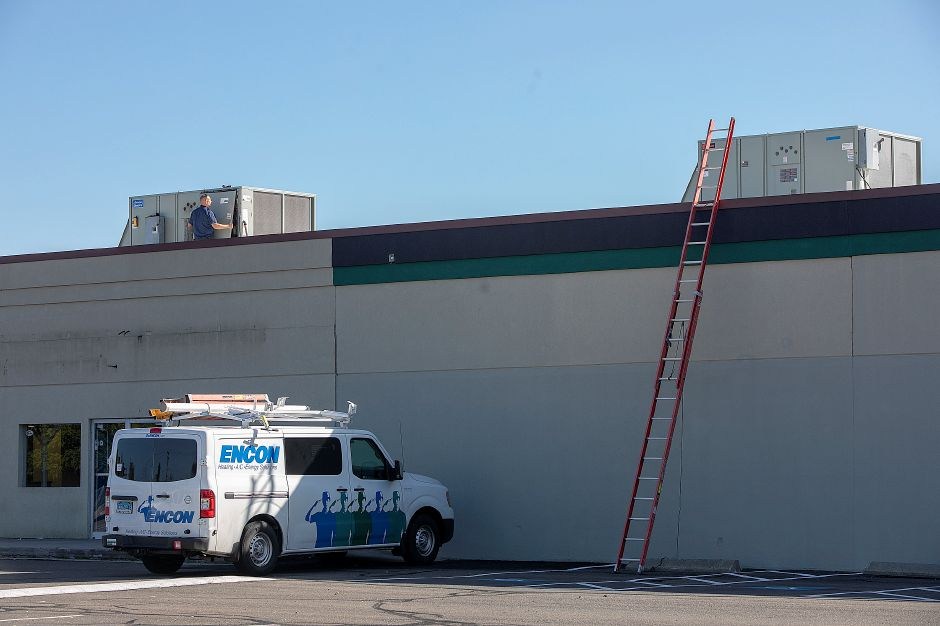 Crews work on air-conditioning units on the former Wallingford Bowl in Wallingford, Friday, Oct. 5, 2018. AMF Bowling Co. plans to open in the former Wallingford Bowl. Dave Zajac, Record-Journal