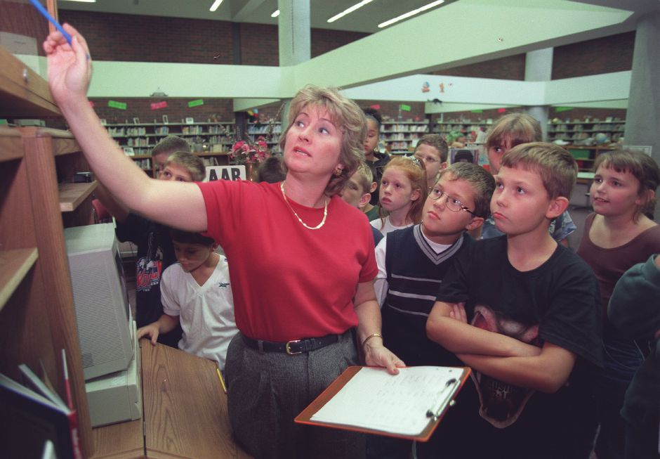 Tracey Koff, a science teacher at Washington Middle School in Meriden, recently won teacher of the year award from the city of Meriden. Koff is talking to students about weather Sept. 17, 1999.