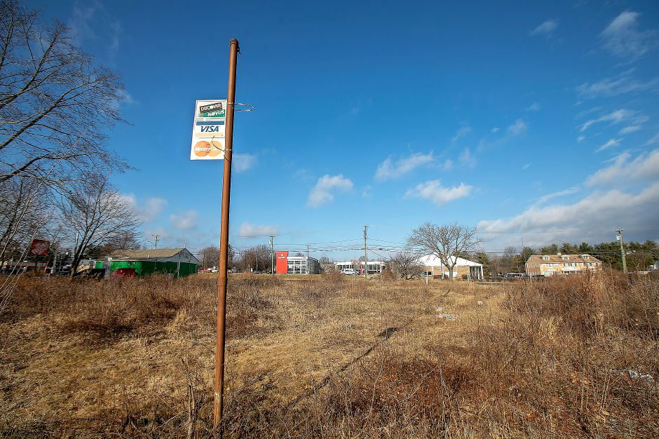 A vacant lot at 1776 Meriden-Waterbury Turnpike in Southington, Mon., Jan. 6, 2020. An AutoZone is planned for the location. Dave Zajac, Record-Journal