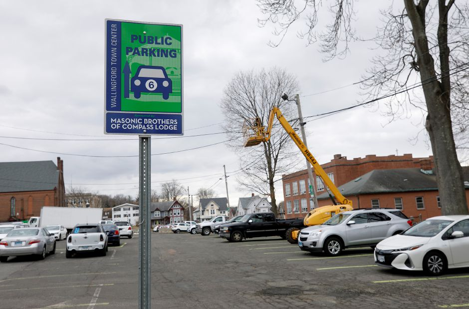 Simpson Court rear parking in Wallingford, Fri., Jan. 22, 2021. The Town Council is scheduled to revisit the proposal for parking lot improvements behind Simpson Court businesses and Wallace Avenue at its meeting Tuesday. Dave Zajac, Record-Journal