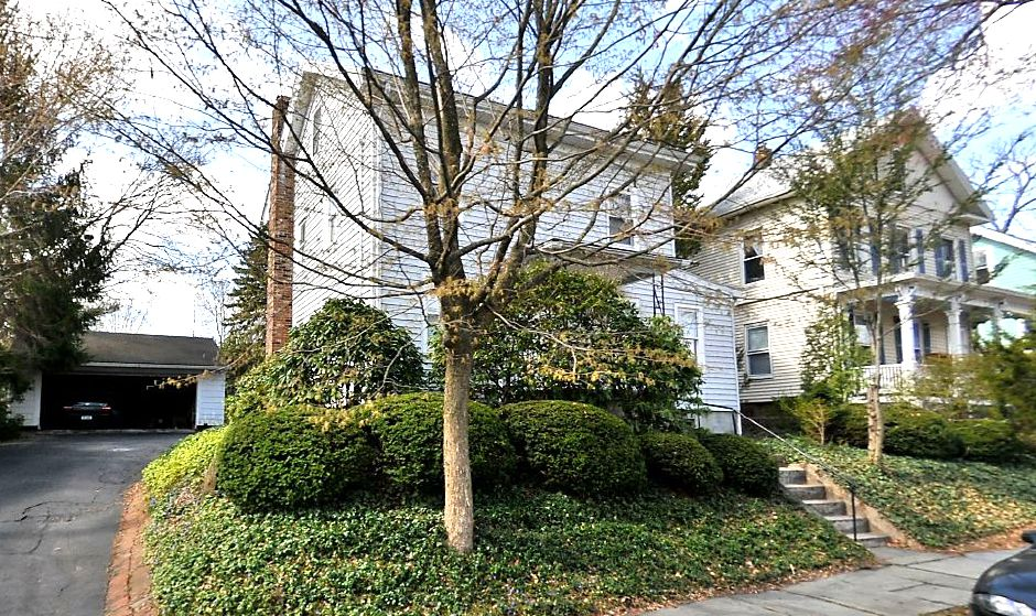 Robert Mirabelo to Sarah Wentworth and Dewar Wilson, 19 Silver St., $195,500.