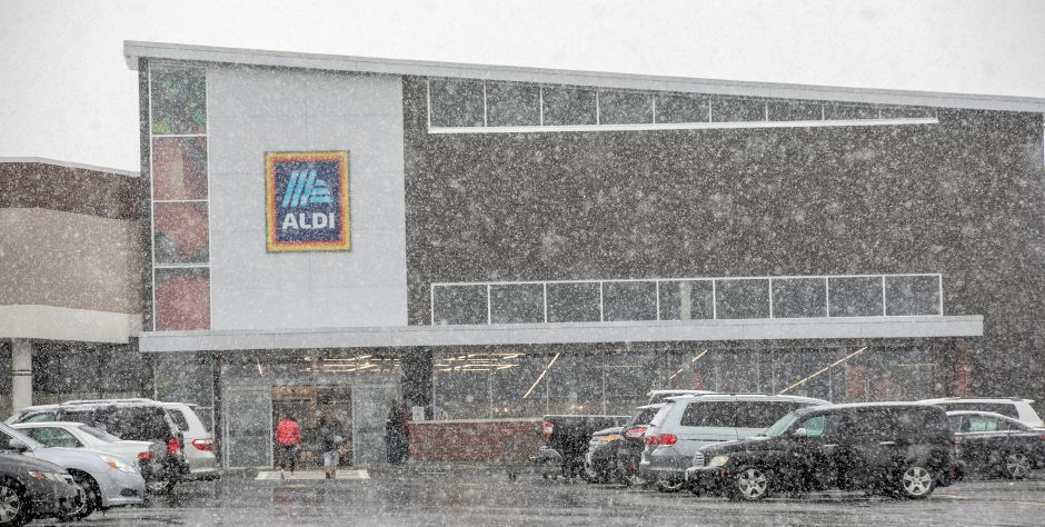 Shoppers enter Aldi as heavy snow falls in Wallingford, Mon., Mar. 23, 2020. Dave Zajac, Record-Journal