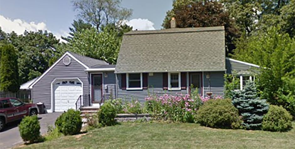 Elaine A. Guodace and Joanne Guodace to William Ihne and Delsey Ihne, 5 Grantham Road, $305,000.