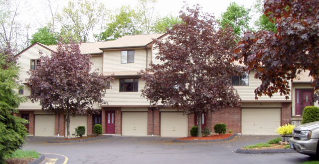 Pamela Early to Rose M. Manchester and Danforth H. Manchester, Villa East 1516 E. Main St., Unit 21, $145,000.