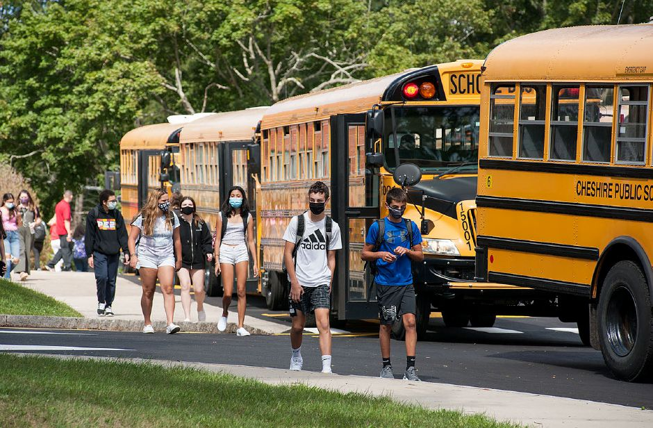 Students at Cheshire High School leave school on Sept. 11, 2020. Al Valerio. Cheshire Herald.