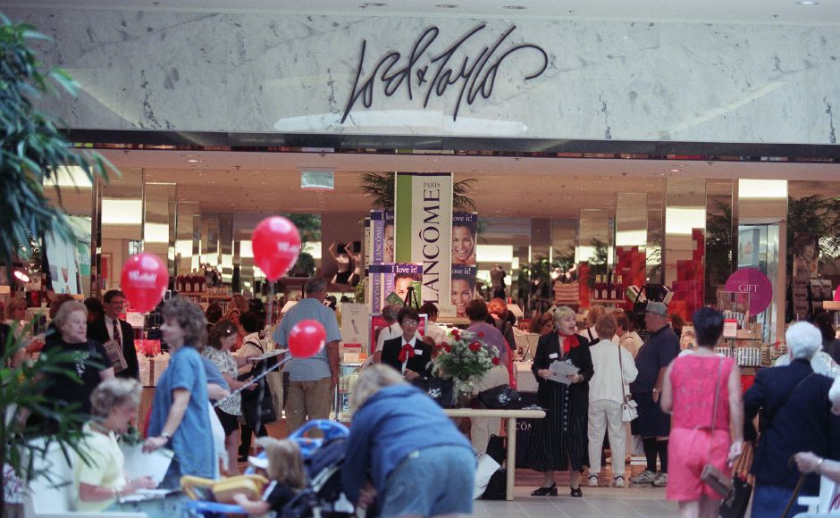 A steady crowd of curious shoppers checked out the new Lord and Taylor store in the Meriden Square Mall Wednesday morning Sept. 1, 1999.