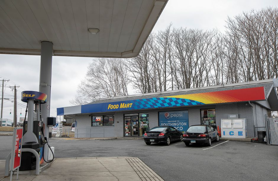Southington Coffee House is working on a West Street express location in this Sunoco Gas Station, Wed., Feb. 26, 2020. Dave Zajac, Record-Journal
