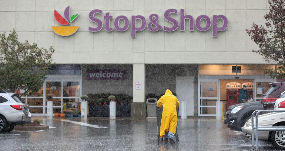 A worker returns shopping carts at Stop & Shop, 77 Centennial Ave., Meriden, Tues., Oct. 13, 2020. Stop & Shop is closing the west side location November 12. Dave Zajac, Record-Journal