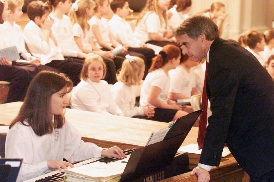 Mayor William W. Dickinson, Jr., right, chats with Kristen Waldron, left, accompanist for the Yalesville Elem. Chorus, rear, Mon., Jan. 15, 2001 at Town Hall.