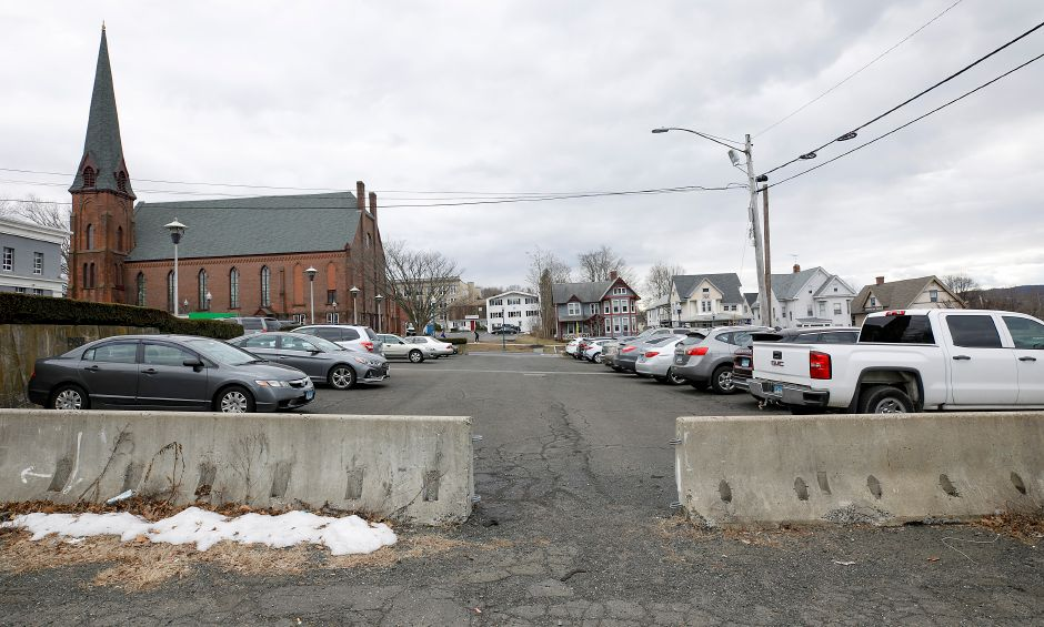 Simpson Court rear parking separated by concrete barriers in Wallingford, Fri., Jan. 22, 2021. The Town Council is scheduled to revisit the proposal for parking lot improvements behind Simpson Court businesses and Wallace Avenue at its meeting Tuesday. Dave Zajac, Record-Journal