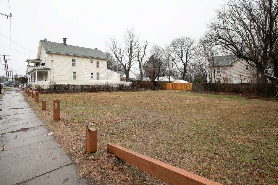 A house at 554-556 Broad Street and land parcel at 562 Broad Street in Meriden, Thurs., Jan. 24, 2019. City officials are considering a deal to sell the vacant city-owned parcel to the owner of Tacos Mi Nacho, who had been looking to expand for several years. Dave Zajac, Record-Journal