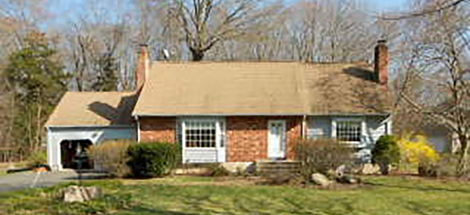 David C. Mckinley to Kate Rooney and Brian Downes, 160 Towpath Lane, $365,000.