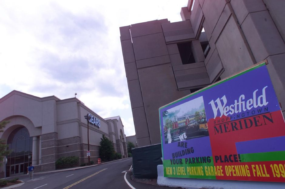 RJ file photo - THE NEW 1800-CAR PARKING GARAGE NEXT TO SEARS AT MERIDEN SQUARE. IT WILL SEE COMPLETED BY FALL 1999.