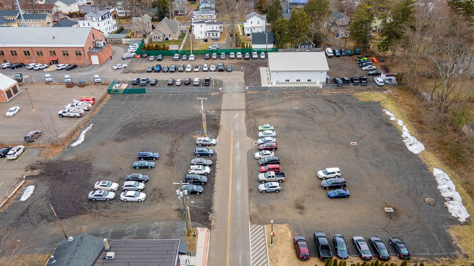 Two unpaved parking lots at the end of Wallace Avenue in Wallingford, Fri., Jan. 22, 2021. The Town Council is scheduled to revisit the proposal for parking lot improvements behind Simpson Court businesses and Wallace Avenue at its meeting Tuesday. Dave Zajac, Record-Journal