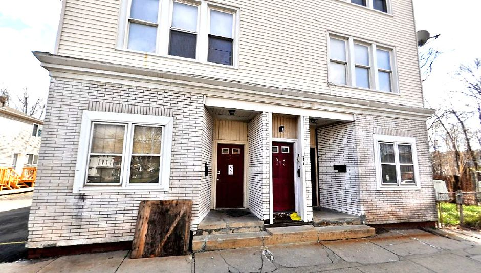Sai Management Group LLC to 1115 Clark St. LLC, 277 Center St., $275,000.